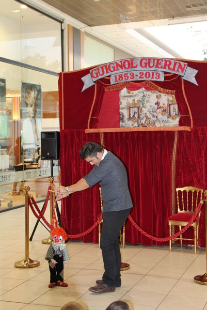Le Guignol Guérin dans une galerie marchande.